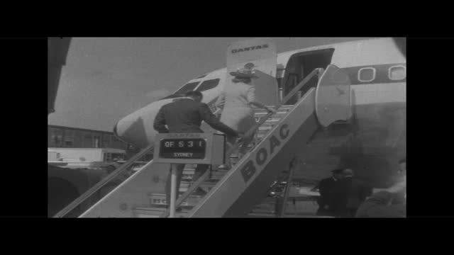 the duke and duchess of kent leave for australia and the south pacific; england: london airport ext cms prince edward, duke of kent and katharine,... - südpazifik stock-videos und b-roll-filmmaterial