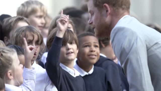 the duke and duchess of sussex arrive at the royal pavilion in brighton harry and meghan met school children before touring the former royal residence - brighton brighton and hove stock-videos und b-roll-filmmaterial