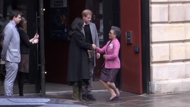 the duke and duchess of sussex leave the old vic on a snowy day in bristol - herzogin stock-videos und b-roll-filmmaterial