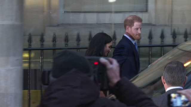 the duke and duchess of sussex visit canada house at canada house on december 19, 2019 in london, england. - prinz harry stock-videos und b-roll-filmmaterial