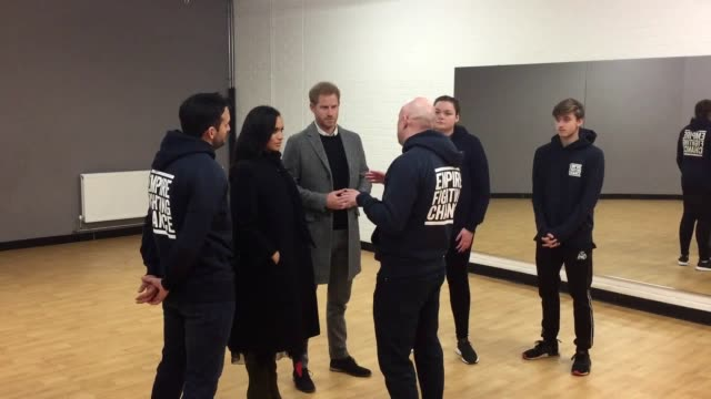 the duke and duchess of sussex visit empire fighting chance in easton bristol where the charity uses boxing to support children failing at school and... - herzogin stock-videos und b-roll-filmmaterial