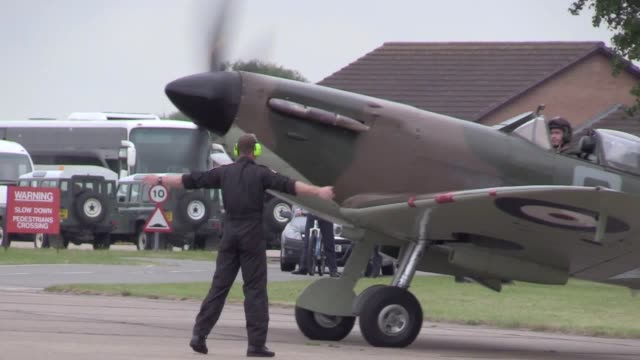 the duke of cambridge met veterans of the second world war as he attended an air display to mark the 60th anniversary of the battle of britain... - luftschlacht um england stock-videos und b-roll-filmmaterial