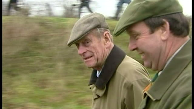 the duke of edinburgh attends shooting event at sandringham. shows exterior shots prince philip walking around the grounds of the sandringham estate... - 鳥を狩る点の映像素材/bロール
