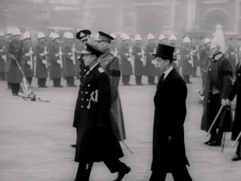 stockvideo's en b-roll-footage met the duke of edinburgh duke of windsor duke of gloucester and duke of kent walk in a line behind the royal carriages during the funeral cortege for... - militair uniform