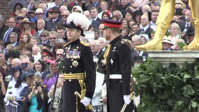 vídeos de stock e filmes b-roll de the duke of sussex attends during founder's day celebrations at the royal hospital chelsea in west london the ceremony lands on the 75th anniversary... - duke of sussex