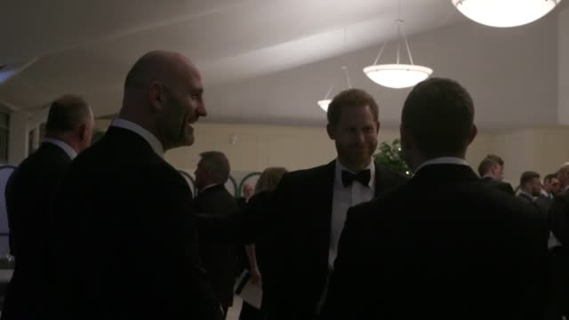 vídeos de stock e filmes b-roll de the duke of sussex met with the current england rugby squad and players from the past at a gala event at kensington palace the full england team... - duke of sussex