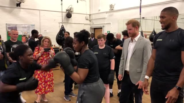 vídeos de stock e filmes b-roll de the duke of sussex talks with anthony joshua at the launch of made by sport a new campaign bringing together a coalition of charities supporting... - duke of sussex