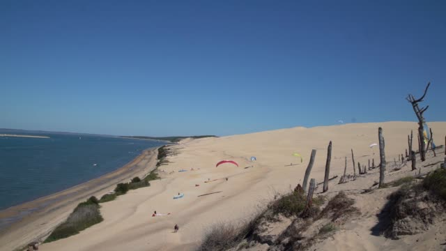 the dune de pilat is the tallest sand dune in europe it is located in la testedebuch in the archachon bay area france 60 km from bordeaux with more... - buch stock videos & royalty-free footage