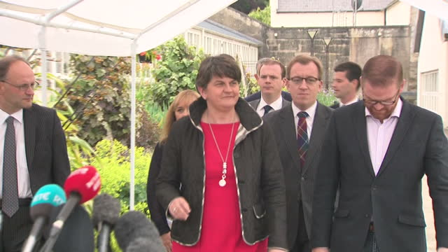 the dup and sinn fein parties are still in talks over a power sharing deal. shows dup leader arlene foster and her negotiating team giving a press... - dup stock-videos und b-roll-filmmaterial