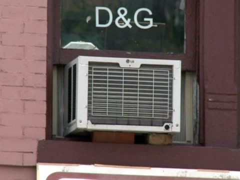 vídeos de stock e filmes b-roll de the eastern united states wilted tuesday in a heat wave expected to last all week putting power companies under pressure and driving city residents... - atlântico central eua