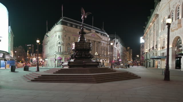 the eerie quiet atmosphere in central london uk, devoid of people and traffic at night in piccadilly circus - spooky stock videos & royalty-free footage