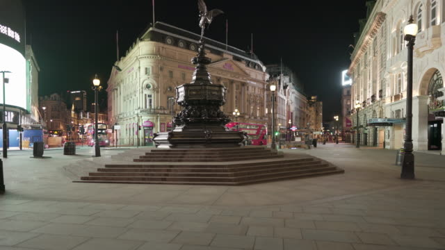 the eerie quiet atmosphere in central london uk, devoid of people and traffic at night in piccadilly circus - international landmark stock videos & royalty-free footage
