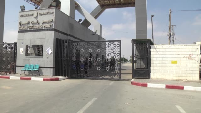 the egyptian authorities on july 17 2018 reportedly closed the rafah border crossing which links the blockaded gaza strip to egypt's sinai peninsula... - sinai egitto video stock e b–roll