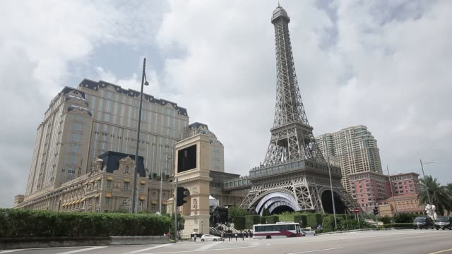 the eiffel tower attraction a half size replica of the eiffel tower in paris stands at the parisian macao casino resort in macau china on tuesday... - replica della torre eiffel video stock e b–roll