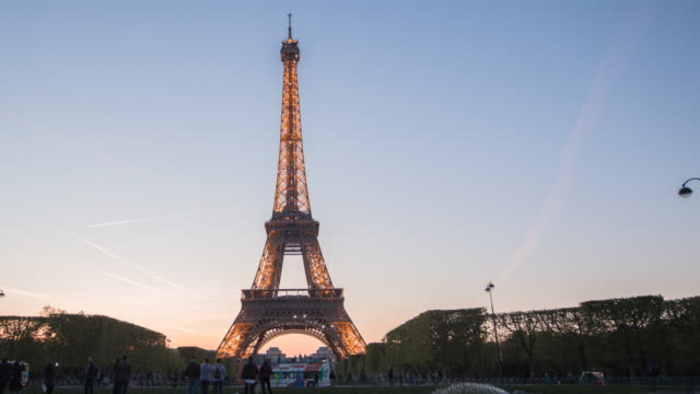 the eiffel tower in paris - eiffel tower stock videos & royalty-free footage