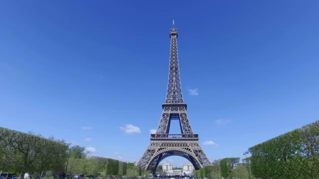 4K The Eiffel Tower, Paris, from Champ De Mars