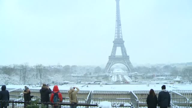 the eiffel tower remained closed on wednesday as snow swept across northern france causing traffic chaos in paris during the french capital's first... - dose stock videos & royalty-free footage