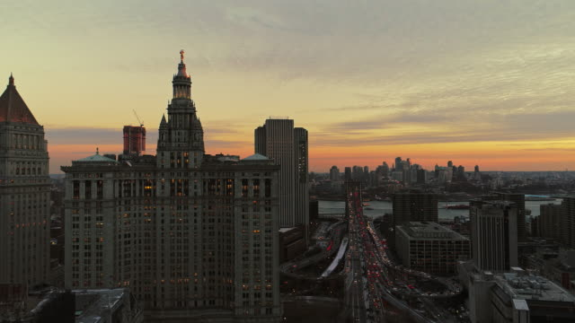 stockvideo's en b-roll-footage met de weergave van de verhoogde panoramisch nacht van manhattan centrum, new york city - town hall