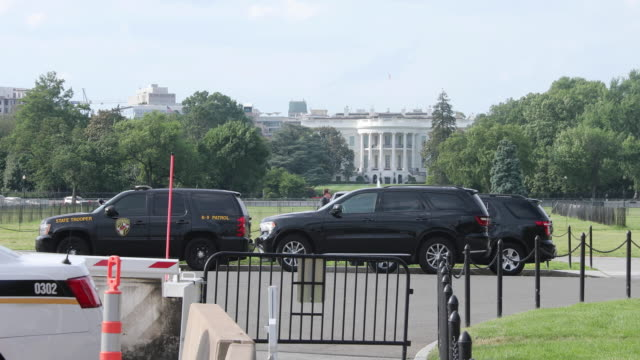 stockvideo's en b-roll-footage met the ellipse near the white house at 15th and constitution is closed after a man set himself on fire and ran onto the grassy area near an entrance... - ellips