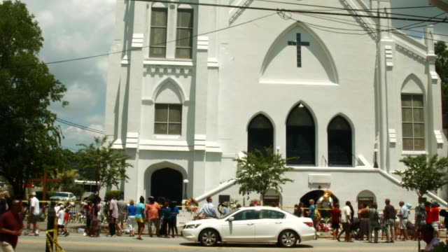 vidéos et rushes de the emanuel african methodist episcopal church after a mass shooting at the church killed nine people on june 20 2015 in charleston south carolina... - charleston