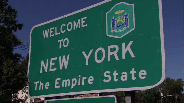 vidéos et rushes de welcome to new york the empire state sign - panneau