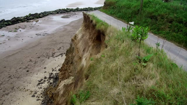 vidéos et rushes de the end of a tramac road shows the devastation caused by coastal erosion of the cliff face in the village of happisburgh on june 4, 2018 in great... - érodé