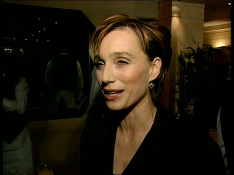 the english patient premiere; london: kristin scott thomas intvw - fact that its got 12 nominations is pleasing ralph fiennes intvw - was good... - the english patient点の映像素材/bロール