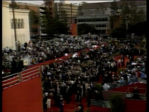'the english patient' wins 9 oscars; usa: california: los angeles: hollywood: ext tgv large crowd outside oscar venue - the english patient点の映像素材/bロール