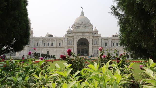 the entry of the victoria memorial in kolkata (city of joy) - kolkata stock videos & royalty-free footage