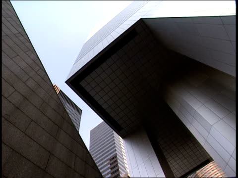 the entryway to the citicorp building in manhattan towers over the sidewalk. - citigroup center manhattan stock videos & royalty-free footage