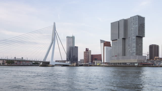 vídeos de stock, filmes e b-roll de the erasmusbrug and modern architecture in rotterdam. - drawbridge