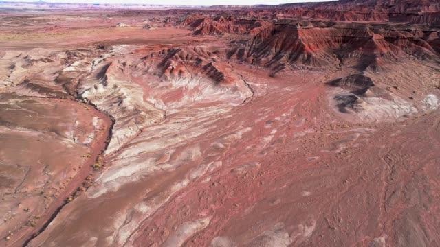 de eroderade lerraviner i närheten av cameron, arizona - sydvästra usa bildbanksvideor och videomaterial från bakom kulisserna
