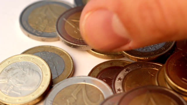 la valuta dei paesi europei - sfondo marrone video stock e b–roll