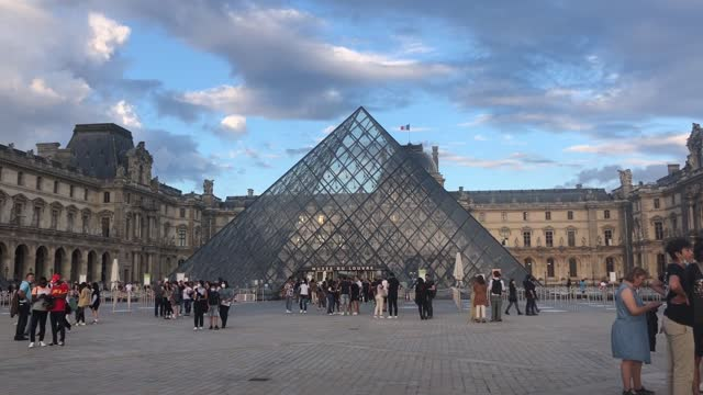 the european museum night occasion took place in france on saturday . in paris, the louvre museum is the preferred place for tourists and parisians... - arts culture and entertainment video stock e b–roll