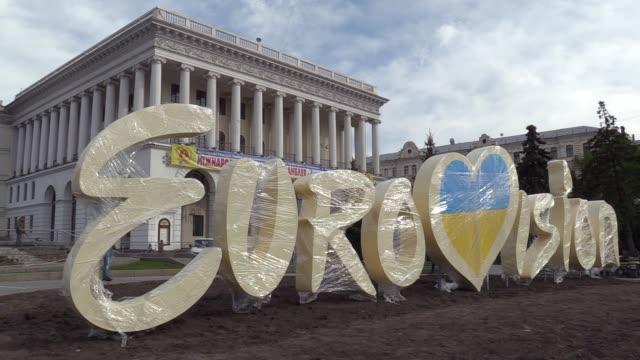 the eurovision song contest 2017 logo is seen on independence square in kiev ukraine 26 april 2017 the eurovision song contest 2017 will contest... - eurovision song contest stock videos & royalty-free footage