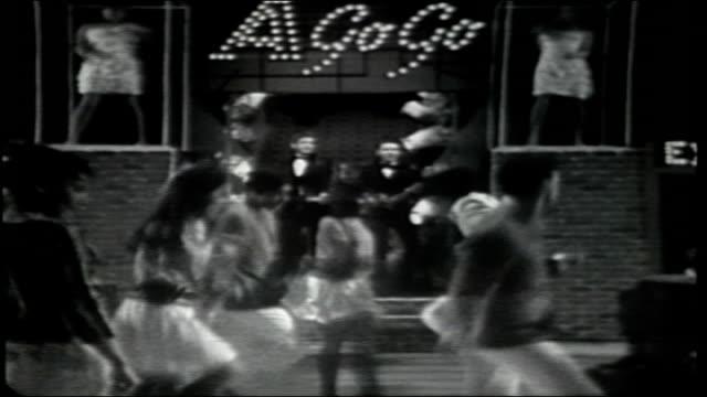 vídeos de stock, filmes e b-roll de the everly brothers perform gone gone gone - espetáculos de variedade