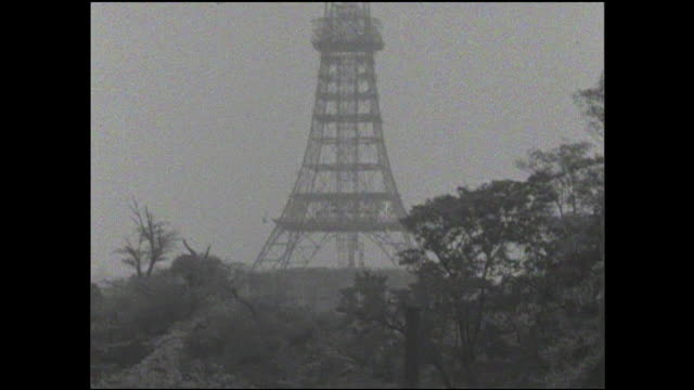 the exostructure of the tokyo tower dominates the horizon. - mast stock videos & royalty-free footage