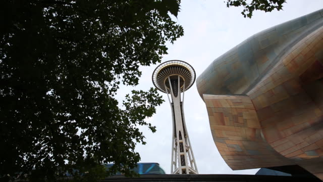 vídeos de stock e filmes b-roll de the experience music project with the space needle next to it in downtown seattle. - space needle