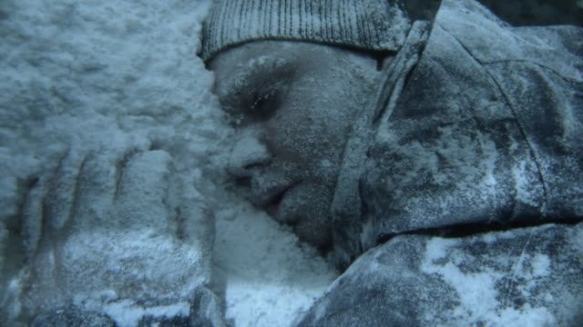 vidéos et rushes de the exposed skin of an outdoorsman in snow shows signs of frostbite during a patagonia blizzard. - glacé