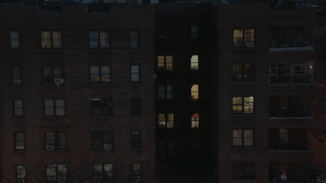 vídeos de stock, filmes e b-roll de ms the exterior of an apartment building in queens / new york city, new york - queens new york city