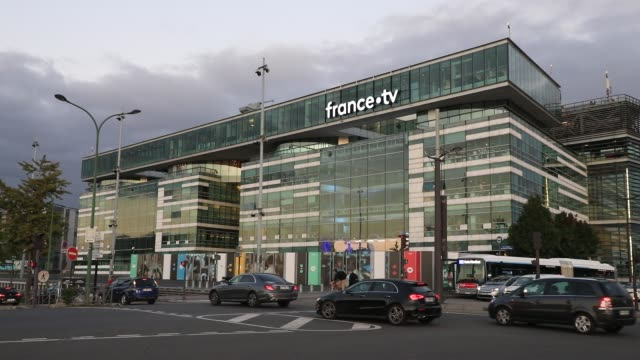 the exterior of the french state owned television channel 'france tv' head office building on october 15, 2020 in paris, france. - bericht film und fernsehen stock-videos und b-roll-filmmaterial