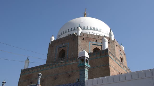 the exterior of the shrine of bahauddin zakariya in multan, pakistan - sufism stock videos & royalty-free footage