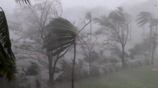 vídeos de stock, filmes e b-roll de the eye of hurricane maria makes landfall in puerto rico pummeling the island as a category four storm with winds of 155 miles per hour the us... - porto riquenho