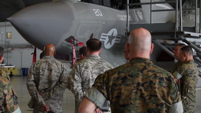 vídeos y material grabado en eventos de stock de the f35b lightning ii aircraft arrived at us central command on macdill air force base fla april 4 2018 the purpose of the twoday visit was to inform... - departamento de defensa