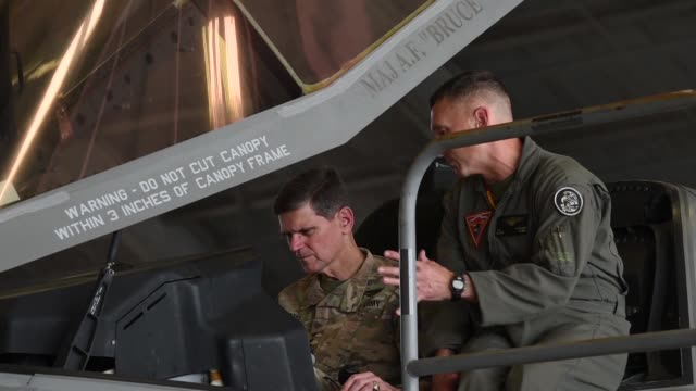 the f-35b lightning ii aircraft arrived at u.s. central command on macdill air force base, fla., april 4, 2018. the purpose of the two-day visit was... - ministero americano della difesa video stock e b–roll