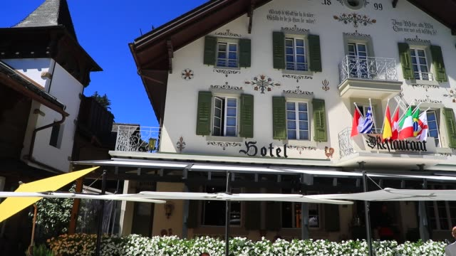 vídeos y material grabado en eventos de stock de the facade of a luxury hotel on the promenade a pedestrian street with luxury food and artisan shops on august 7 2020 in gstaad switzerland gstaad is... - palace room