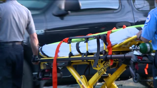 the fairfield connecticut crash killed 5 people when a metro north railroad passenger train derailed between the fairfield metro and bridgeport... - bahnreisender stock-videos und b-roll-filmmaterial