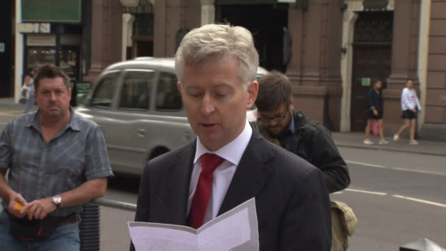 vídeos de stock e filmes b-roll de the family spokesperson for the parents of charlie gard alasdair setonmarsden reads a statement on behalf of the family concluding 'if he [charlie]... - data