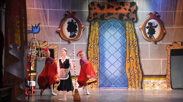 the famous cuban ballet company performs the classic 'cinderella' in the stage of the colonial 'teatro de la caridad' the work marks the return of... - ballettröckchen stock-videos und b-roll-filmmaterial