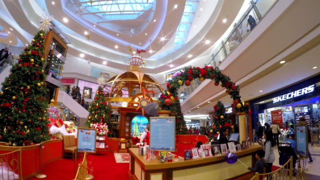 vídeos de stock e filmes b-roll de the famous place is a popular tourist attraction and one of the busiest malls in the canadian city the modern architecture with lot of skylights... - claraboia